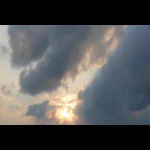 Sonne in dunklem Himmer