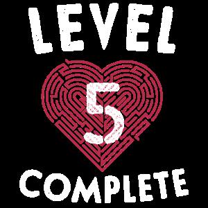 Level 5 Schließen Sie die Geschenke zum 5. Hochzeitstag ab