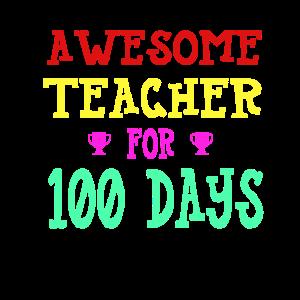 Glücklicher 100. Schultag für Lehrer
