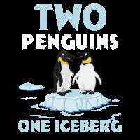 Zwei Pinguine auf Eisberg-T-Shirt