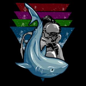 Hai & Taucher auf einem Hintergrund von Dreiecken