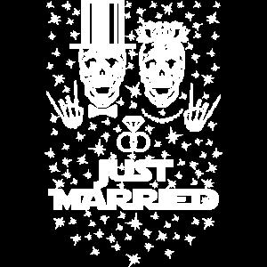 07 Just Married Bride Groom Skulls Wedding Rings