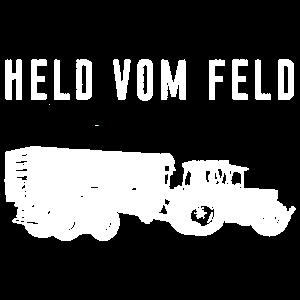 Held vom Feld mit Traktor fahren Anhänger Landwirt