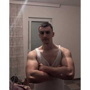 Bodybuilding muscle guy