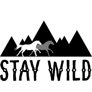 STAY WILD - Pferde vor Bergen und Sonnenuntergang