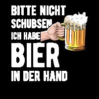 Bitte nicht schubsen ich habe ein Bier in der Hand