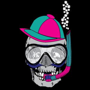 Totenkopf mit Schnorchel und Taucherbrille