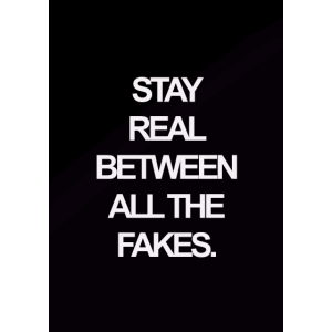 Schriftzug , stay real between all the fakes