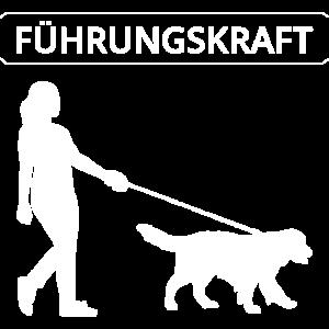 Fuehrungskraft Frau mit Hund