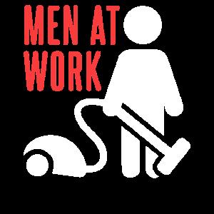 Männer beim Staubsaugen