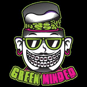 Green Minded. Lächelnder Mann mit grünem Gehirn