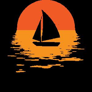 Segeln im Sonnenuntergang