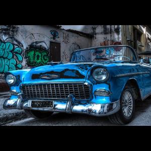 COMIC IN KUBA: RETRO AUTO MIT GRAFFITTI