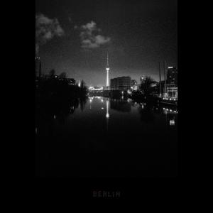Fernsehturm Alex bei Nacht in Berlin