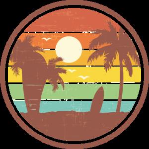 Strandlandschaft mit Palmen und einem Surfbrett