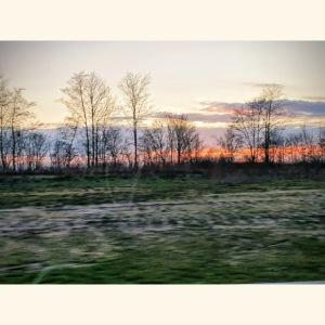 Winter Landschaft mit untergehender Sonne