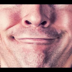 Mann Lächeln Gesichtsmaske