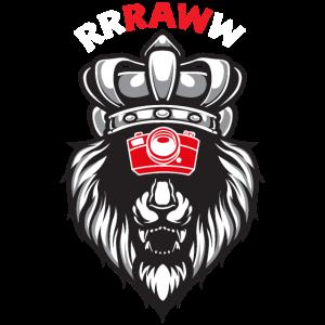 RAW Löwenkopf mit Fotokamera und Krone
