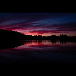 Verenpunainen auringonlasku