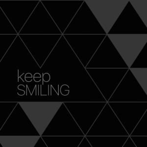 Keep Smiling Maske in schwarz