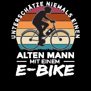 E-Biker E-Bike E bike Rentner Fahrrad Radfahrer