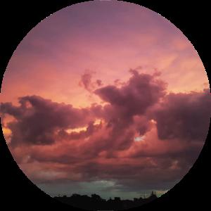 Gewitterwolken rund