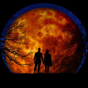 Paar vor Mond