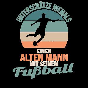 Alter Mann mit Fußball Fussball