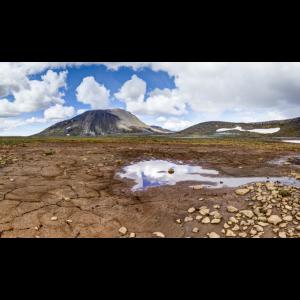 Gemusterter Boden mit Schlammrissen in Island