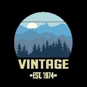 Vintage EST. 1974 - Wald Berge Landschaft