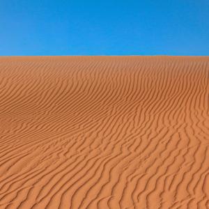 Gewellte, wellige Wüsten- oder Strandsandtextur un