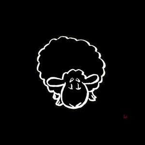 Mascarilla de una oveja negra (sobre negro)