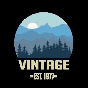 Vintage EST. 1977 - Wald Berge Landschaft
