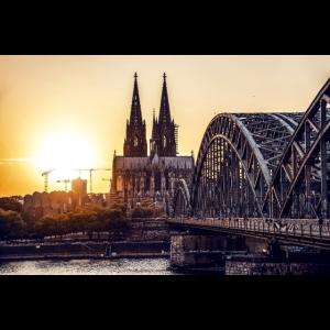Köln Panorama mit Kölner Dom bei Sonnenuntergang