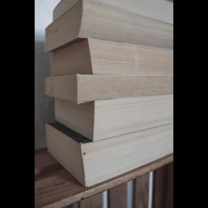 Bücher Stapel Minimalismus Fotografie
