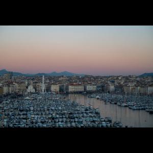 Der Hafen von Marseille im Abendrot