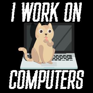 Ich arbeite an Computern Cybersecurity Helpdesk