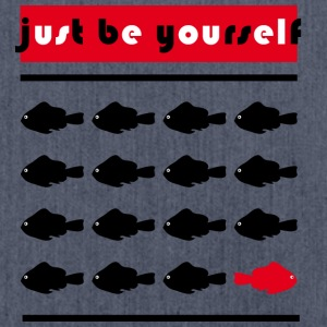 Just be yourself  - Schultertasche aus Recycling-Material