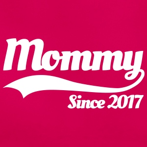 Mommy since 2017 T-Shirts - Frauen T-Shirt