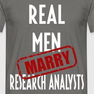 Research Analysts - Real men marry Research  - Men's T-Shirt