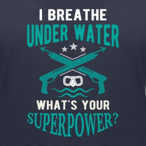 I breathe underwater what's your superpower? T-shirts - Ekologisk T-shirt med V-ringning dam från Stanley & Stella