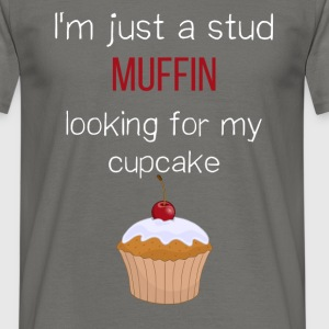 Cupcake - I'm just a stud muffin looking for my  - Men's T-Shirt