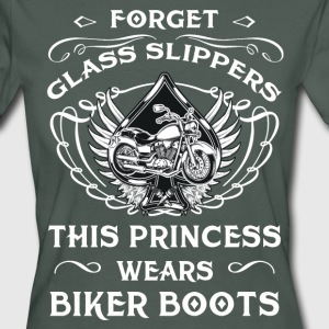 Forget glass slippers - Princess with Biker Boots T-Shirts - Frauen Bio-T-Shirt