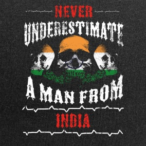 never underestimate man INDIA - Jersey Beanie