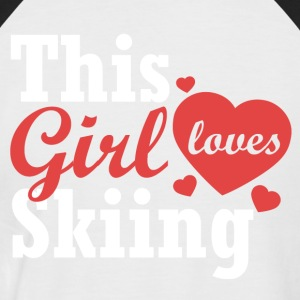 This girl loves Skiing - Männer Baseball-T-Shirt