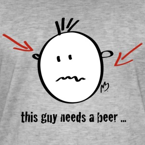 this guy needs a beer - Männer Vintage T-Shirt