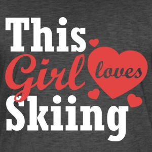 This girl loves Skiing - Männer Vintage T-Shirt