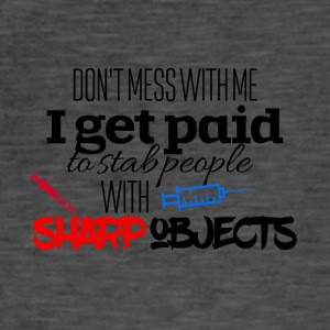 I get paid to stab people with sharp objects - Männer Vintage T-Shirt