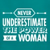 Never Underestimate The Power Of A Woman - Frauen T-Shirt