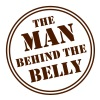 MAN BEHIND THE BELLY - Männer T-Shirt